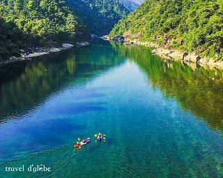 Canoeing on the calm water of Umgnot River Shnongpdeng Dawki