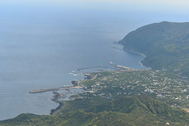 八丈富士から見る底土港