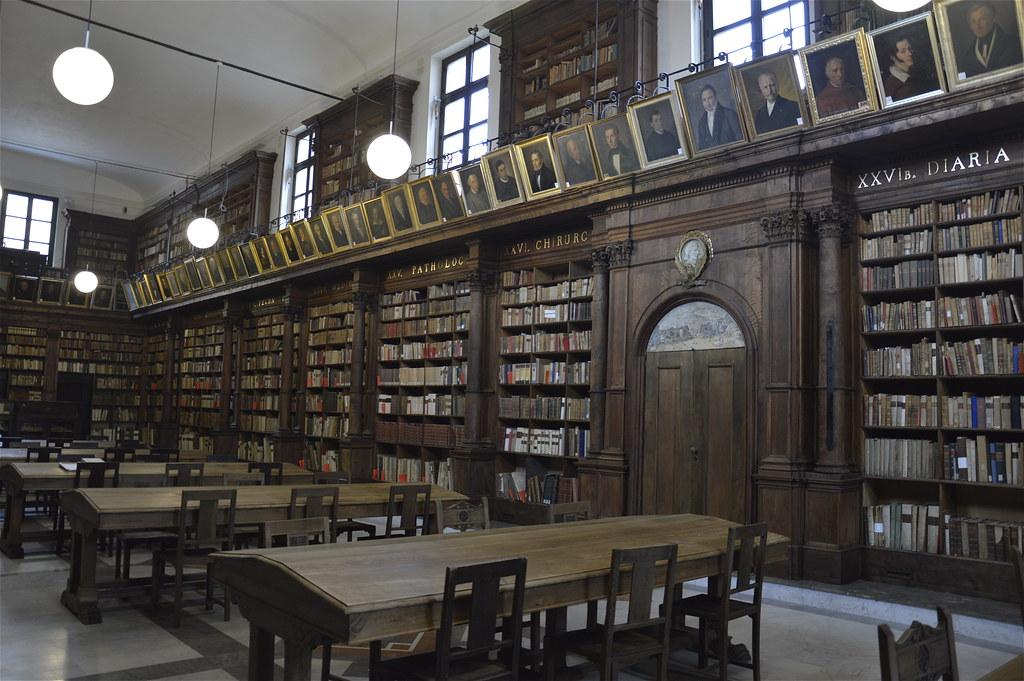 Biblioteca comunale di palermo in casa professa sala lett for Casa comunale