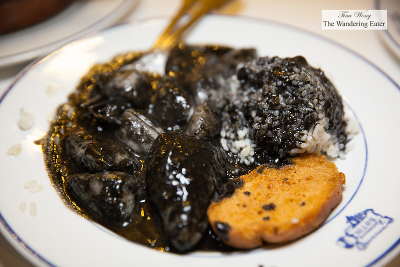 Chipriones en su tinta (Baby squid in its ink with white rice)