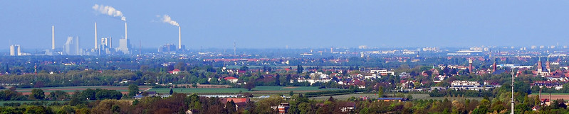 April 2016 ... Strahlenburg in Schrieseheim ... Vom Kuhkopf aus hat man eine gute Aussicht auf die Stadt, die Weinberge, die Rheinebene und das Nordpfälzer Bergland ... Foto: Brigitte Stolle, Mannheim
