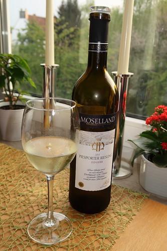 Piesporter Riesling (= Feinherber Weißwein von der Winzergenossenschaft Moselland)