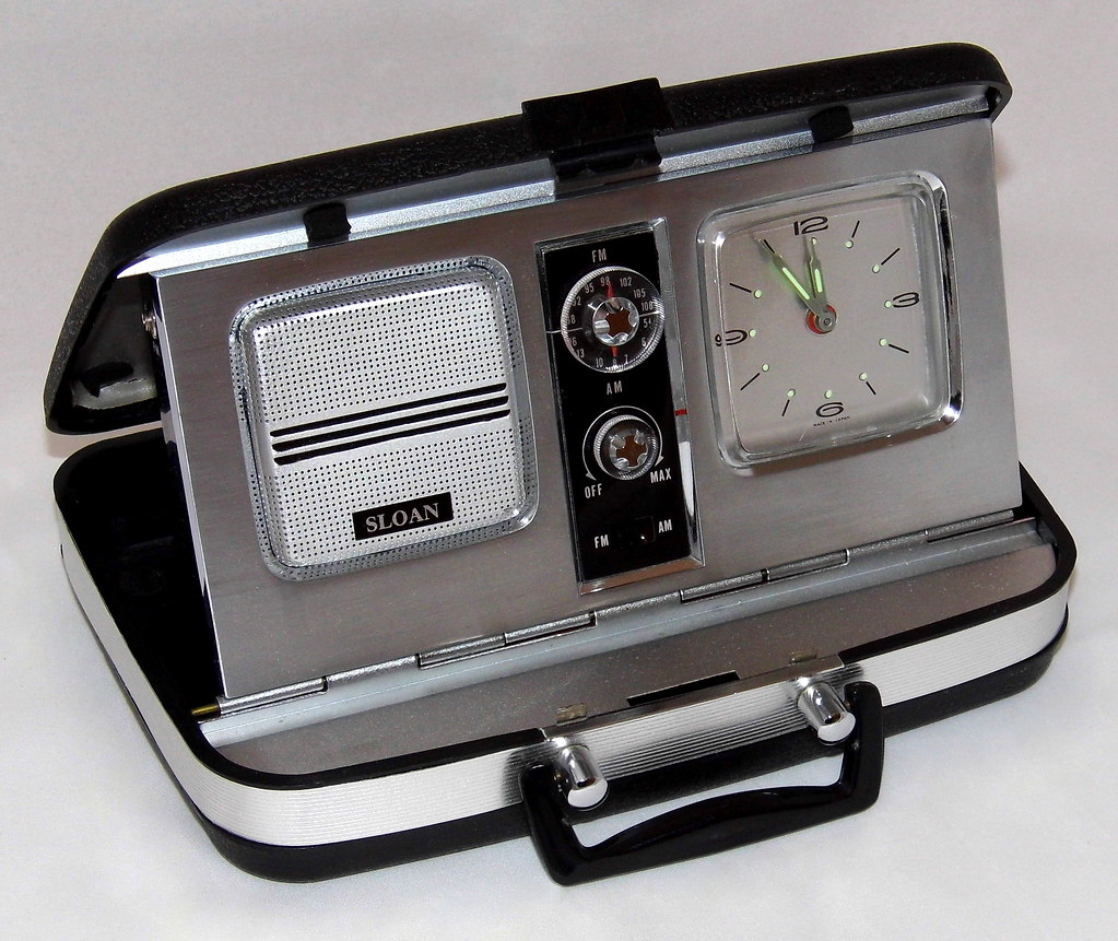 ... Vintage Sloan (Aimor) Travel Clock Radio, Model 2356, AM-FM Bands