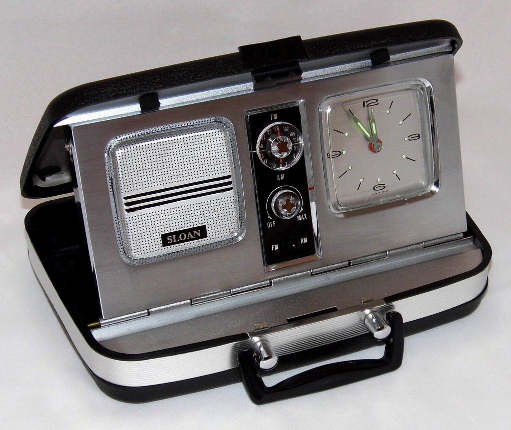 ... Vintage Sloan (Aimor) Travel Clock Radio, Model 2356, AM-FM Bands
