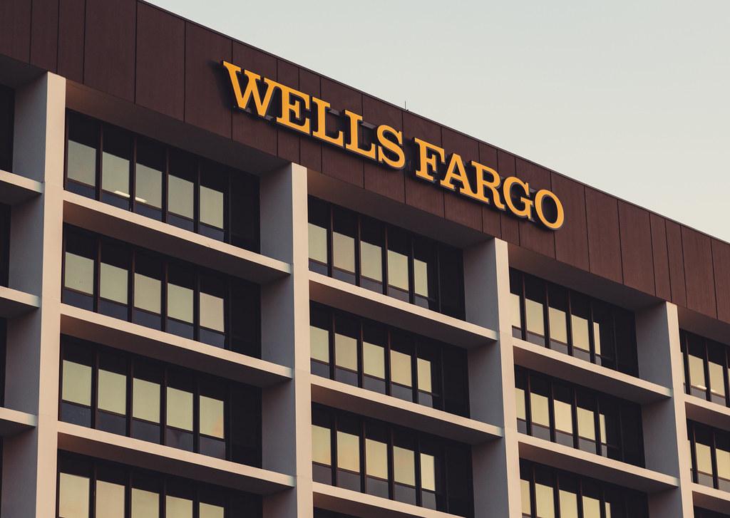 Wells Fargo Building Metropoint Building 400 400 Highway Flickr