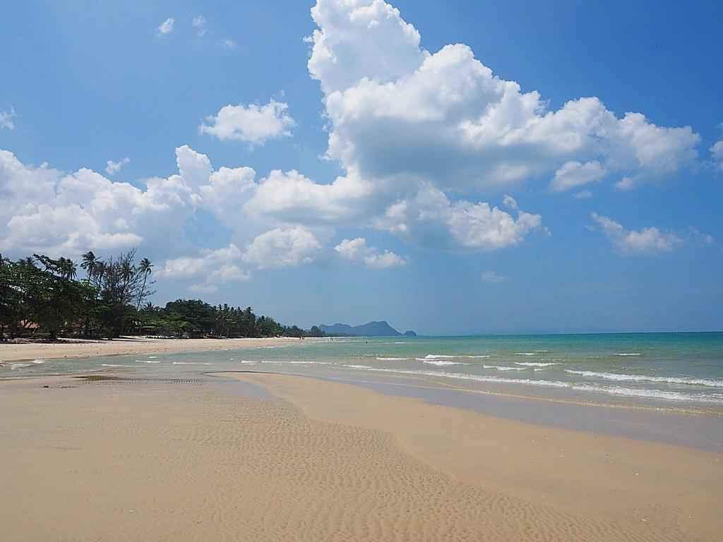Nadan Beach, Khanom