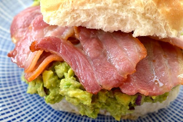 Bacon & Guacamole Rolls | www.rachelphipps.com @rachelphipps