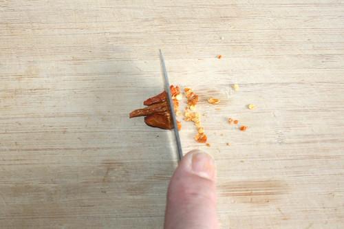 25 - Chilis zerkleinern / Mince chilis