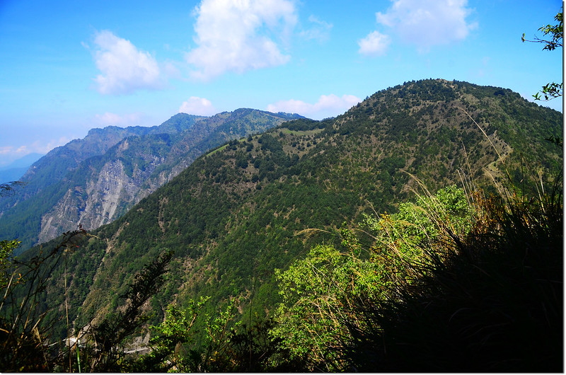 玉山登山步道西眺石水、鹿林、麟趾等山