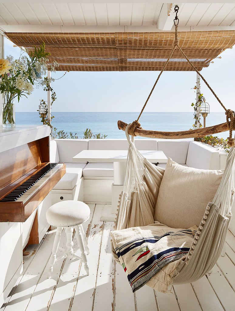 Nautical interior design of a Mediterranean cabin by Emil Humbert and Christophe Poyet Sundeno_05