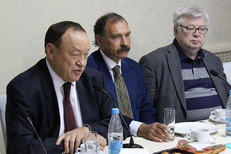 Александр Оськин, АРПП (слева)