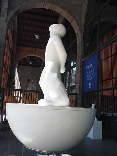 """Miraestels : de Barcelona al món - Exposició temporal MMB : Escultura flotant de Robert Llimós inspirada en el poema """"El Saltamartí"""" de Joan Brossa per Teresa Grau Ros a Flickr"""