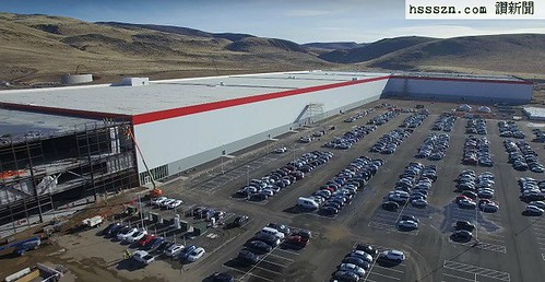Tesla-Gigafactory-drone-footage-december-2016-2