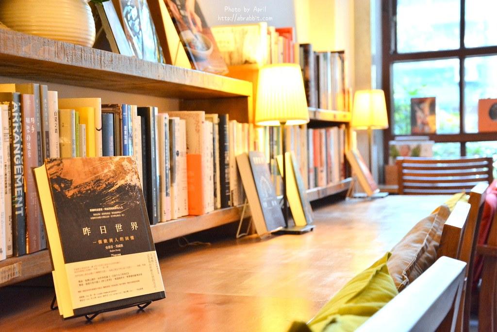 34517396411 621d532d60 b - 台中書店|一本書店--台中獨立書店,來本書和咖啡,文青一下!@復興路 東區