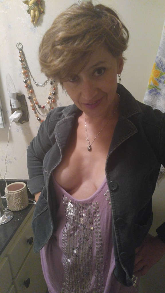 Mature white with queen of spades necklace - 4 6