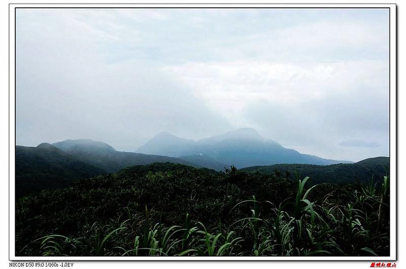 紅頭山頂東南眺大森山及北峰