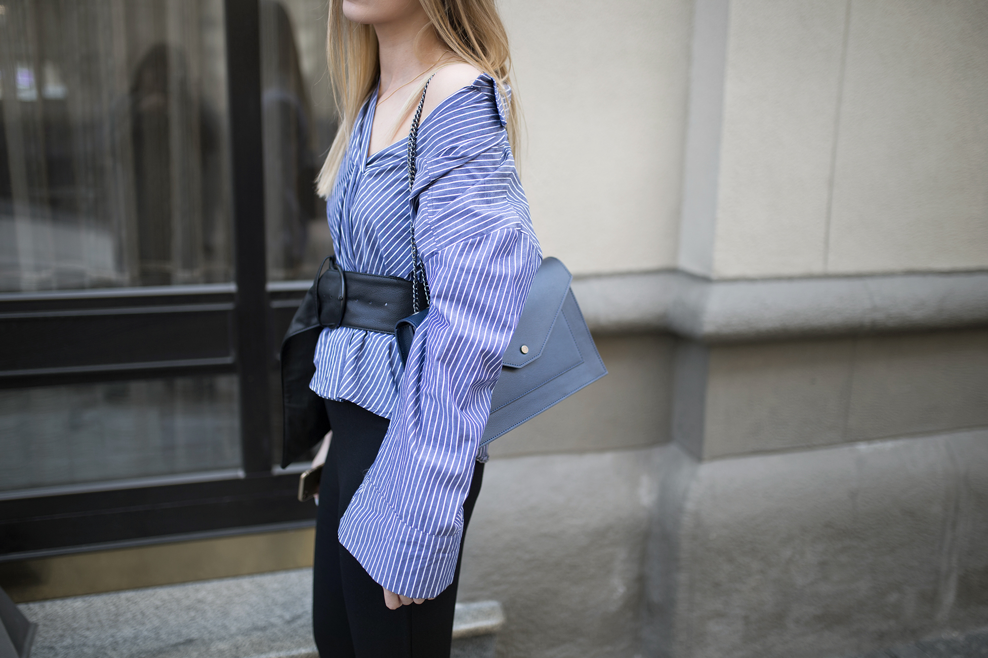 blue-pin-stripe-shirt-outfit-ideas-street-style