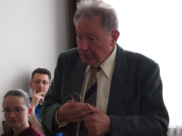 Prof. Dr. Izsák János DSc (az MTA doktora) biomatematikus szól a könyvről és testvéréről a könyvbemutatón.