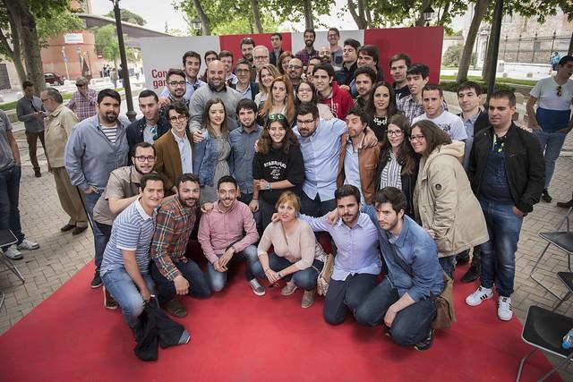 Encuentro de Patxi López con una nutrida representación de las Juventudes Socialistas del PSOE