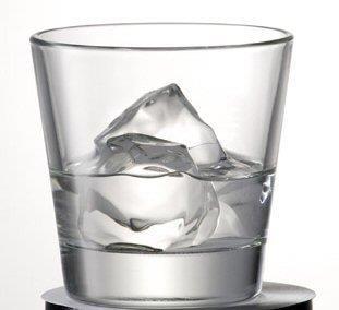 9 Bicchiere con ghiaccio