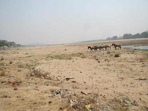 सूखी फल्गु नदी