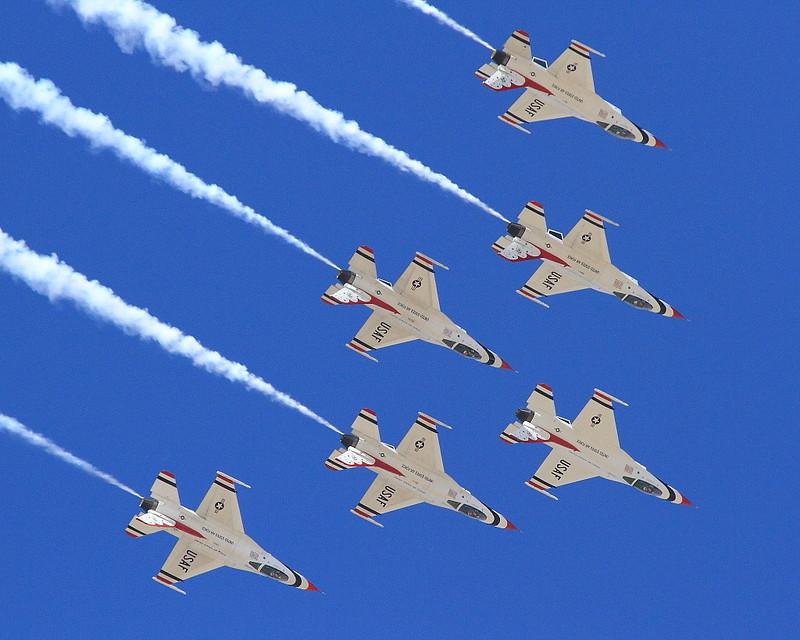IMG_1481 Thunderbirds Delta Formation
