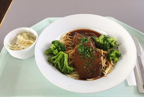 Brasato al merlot (Tessin roast beef with linguine & broccoli / Tessiner Rinderbraten mit Linguine & Broccoli)