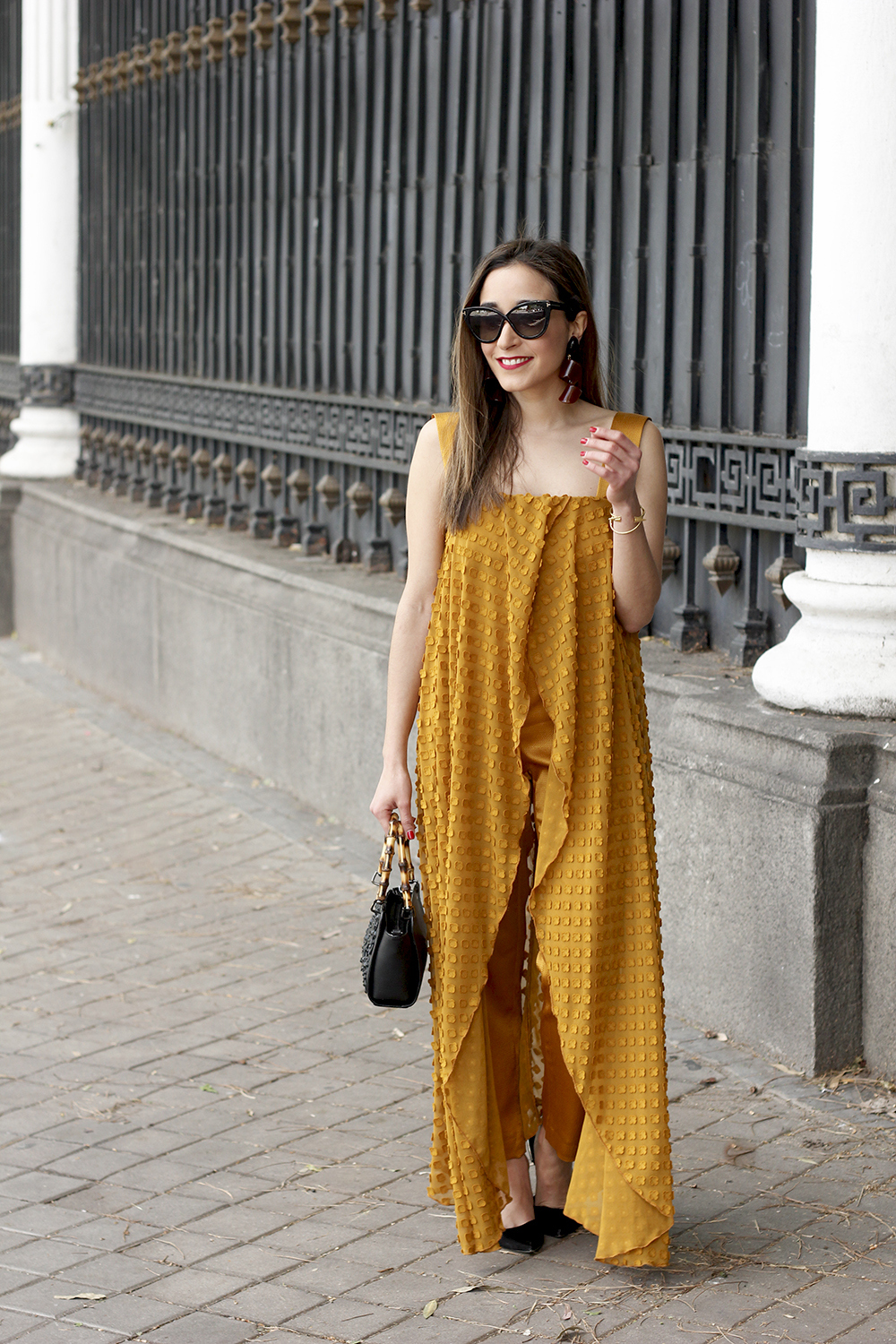 mustard jumpsuit black flats uterqüe bag tom ford sunnies spring fashion style outfit 08
