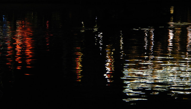 Hoi An light reflections on water