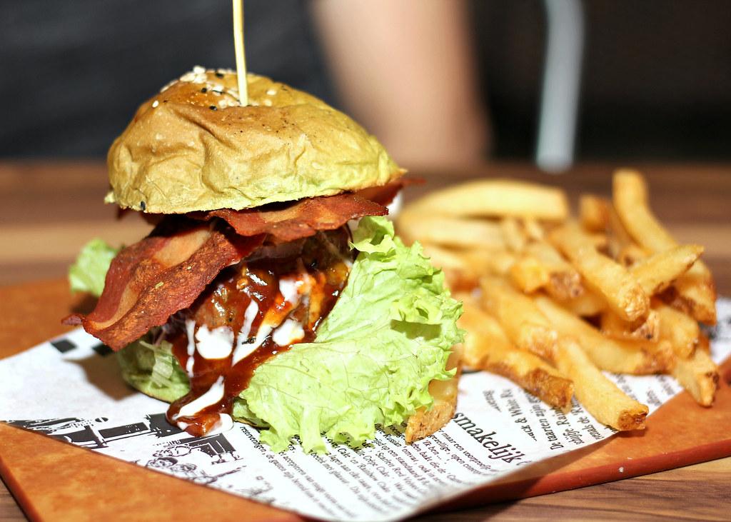 I-am-tampines-hub-matcha-burger-the-quest公司