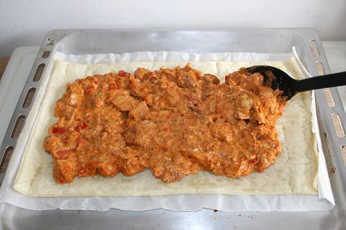 48 - Füllmasse auf Teig verteilen / Cover with fill mass
