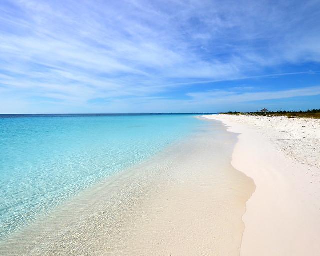 Parece una piscina pero son las aguas de playa Sirena