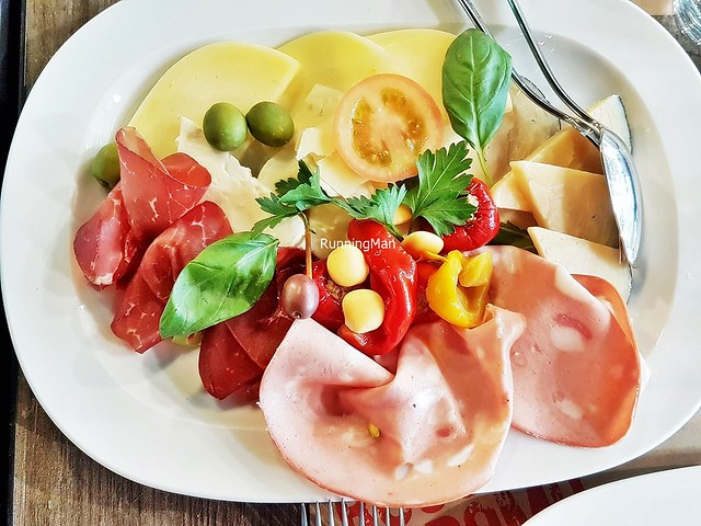 Tagliere Misto Di Affettati E Formaggi Campani / Mixed Cheese And Cured Meat Platter