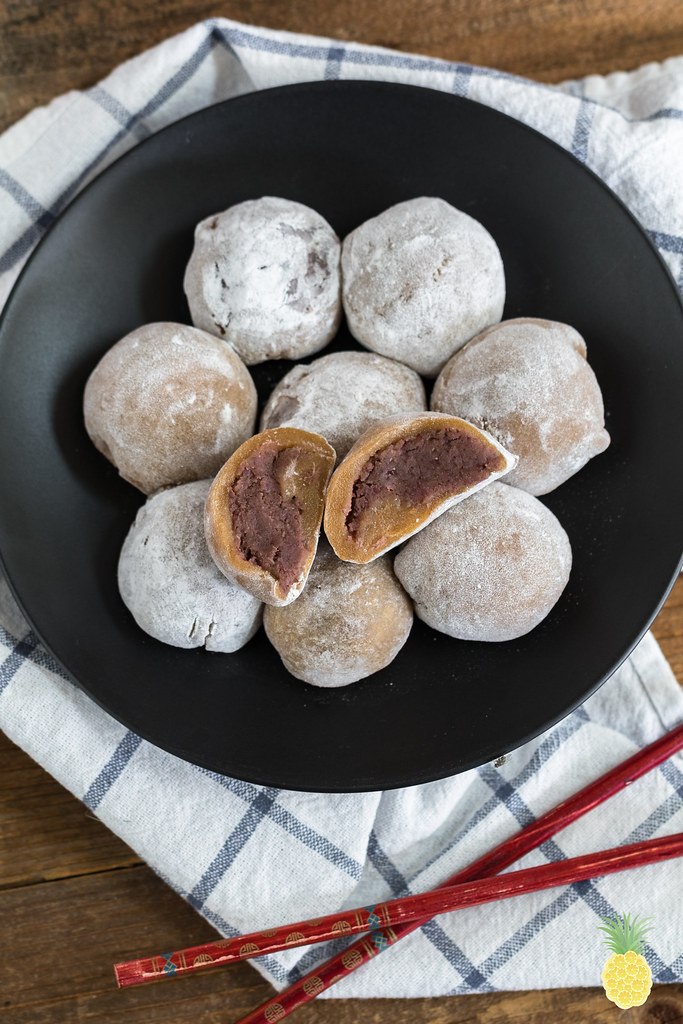 Naturally-Sweetened Red Bean Mochi (Daifuku) {oil-free} sweetsimplevegan.com #vegan #refinedsugarfree #lowfat #datesweetened #healthy #mochi #daifuku