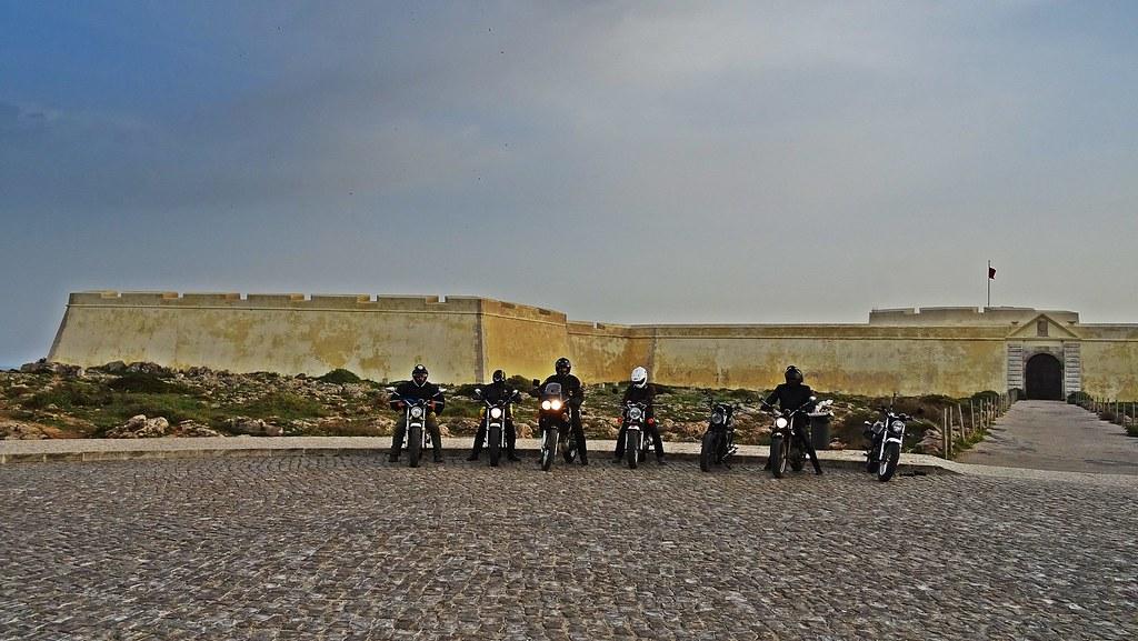 Motociclistas en fuerte de Sagres