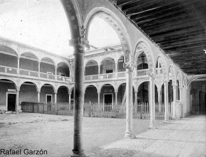Hospital de Santa Cruz  en 1897 por Rafael Garzón