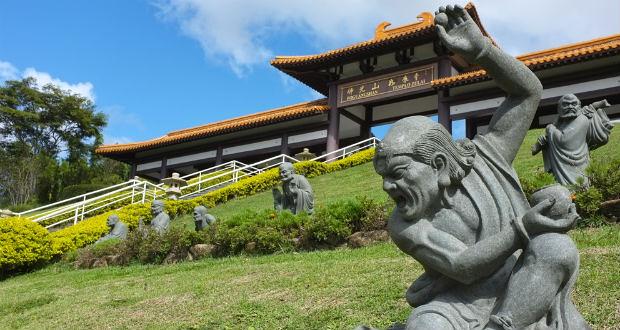 Visite dois Templos Budistas de Cotia no mesmo dia!