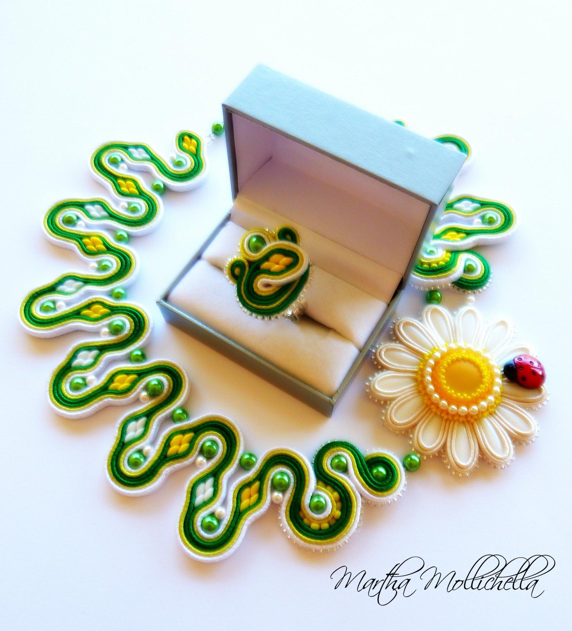 daisy soutache necklace handmade jewelry by Martha Mollichella soutache