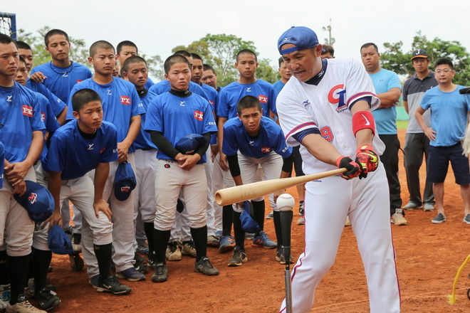 【MAZDA新聞照片】張泰山選手以其豐富的球員歷練及國際視野,為國內高中球員與教練強化球技