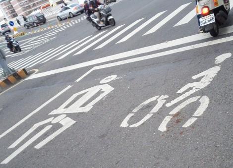 台湾の自転車とバイクの道路標識