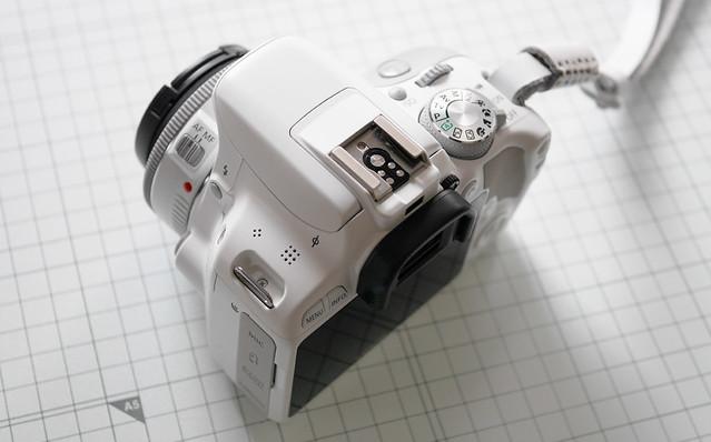 ホットシューカバー 白い 一眼 デジカメ 女性向き かわいい Canon EOS kiss X7