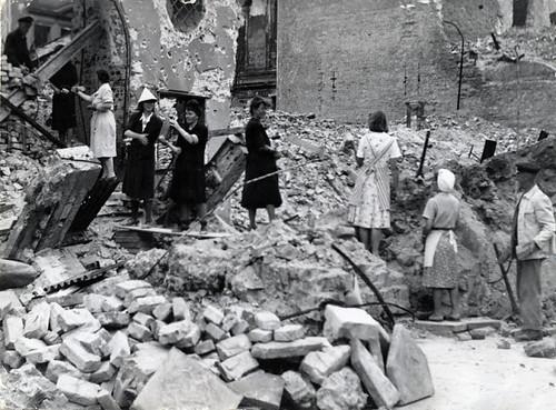 Donne_Berlino_1945