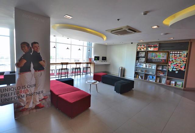 Red Planet Hotel Cebu lobby