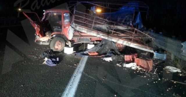 Il camion di Michele Trezza di Teggiano vittima dell'incidente sulla A3