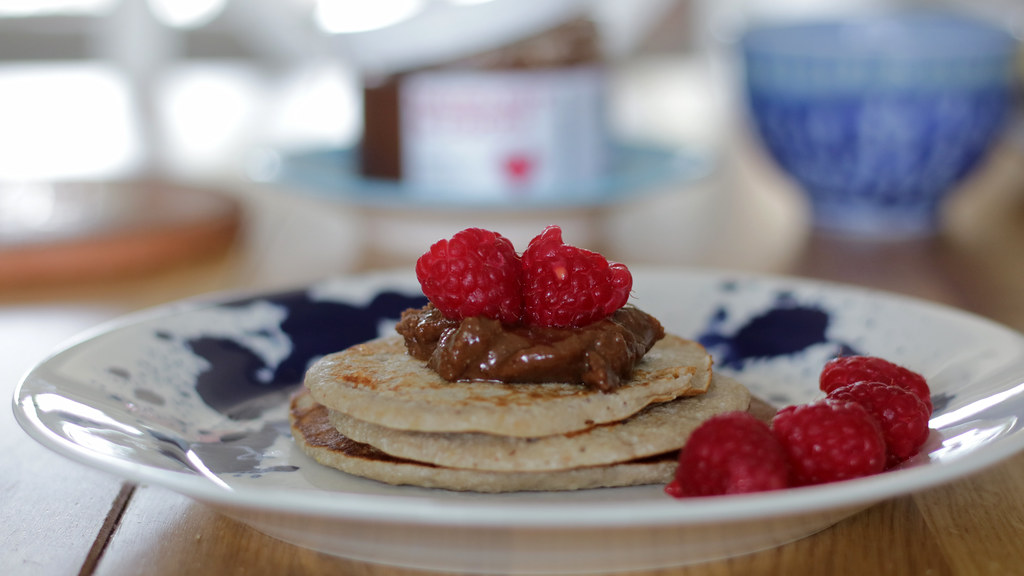 Pancakes with nut butter and berries