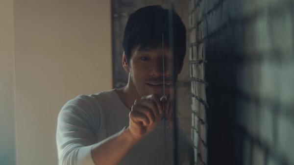 【動画】西島秀俊も驚く薄さ6.7mmの「4K有機ELテレビ」65型の新CM「有機ELにした」篇が公開!