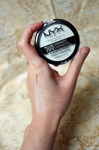 NYX, Duo Chromatic Illuminating Powder in Twilight Tint