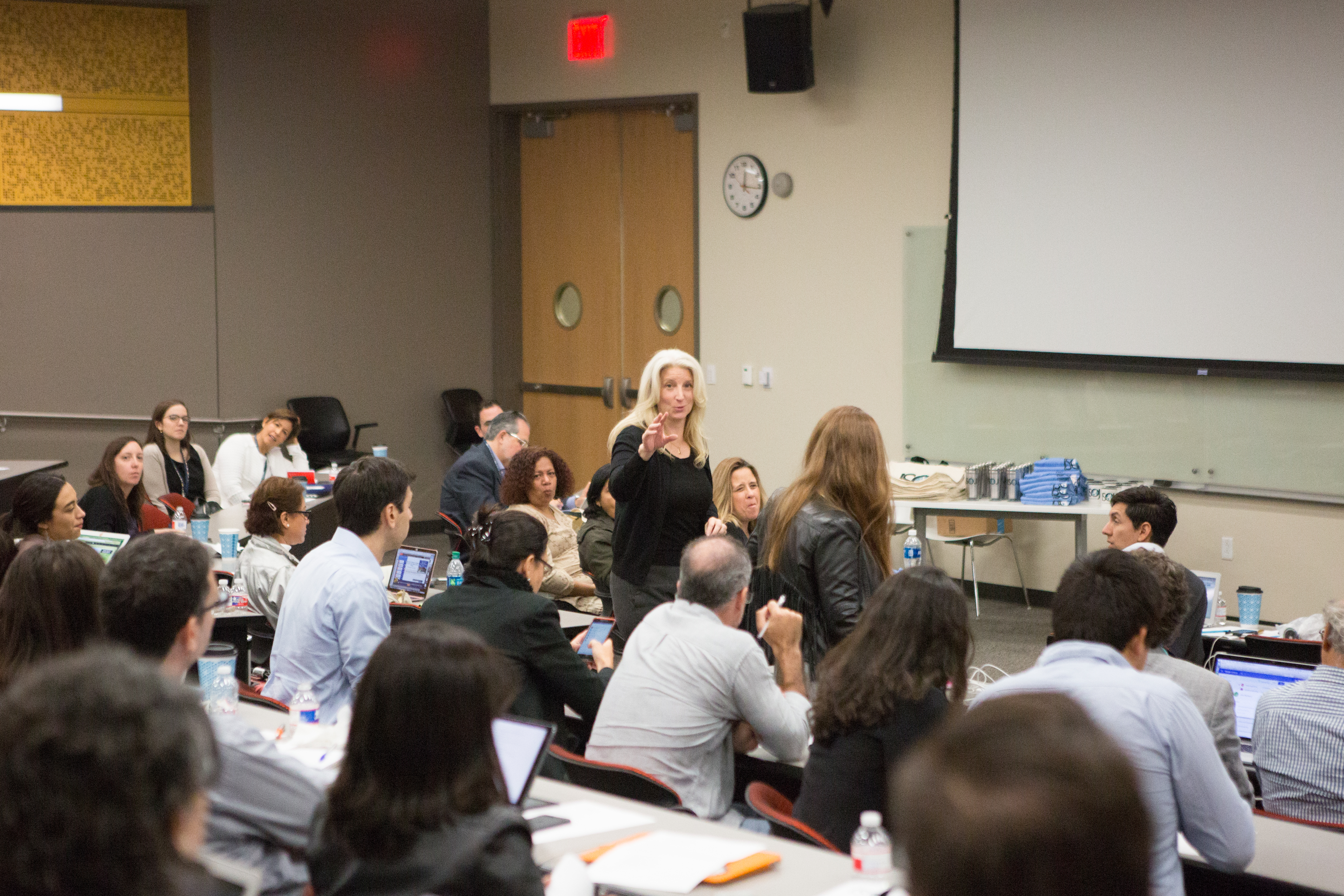 Janine Warner presents the results of SembraMedia's study of digital media in Latin America.