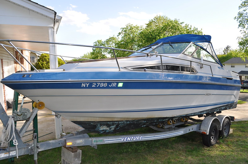 "1987 Sea Ray Boats 230 Weekender SpecificationsPrint Boat Type Stern Drive Power Boat Engine Specifications Quantity: 1 Horse Power: 260 Type: Gasoline Hull Material Fiberglass Beam 8'0"" Length 23' Net Weight (lbs) 4060 Bimini Top  Depth Sounder  Fish Fin"