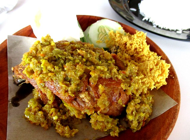 D'Santai Cafe bumbu ijo ayam with rice
